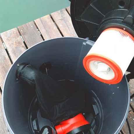 Wartungsarbeiten am Teichsauger und Schmutzwasserpumpe