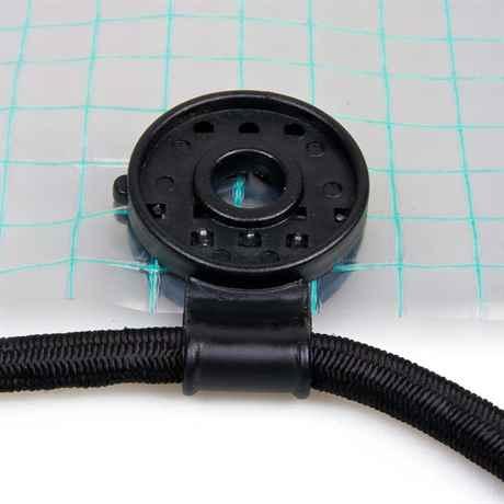 Spezial Kunststoff-Clips an Gitterfolie montiert